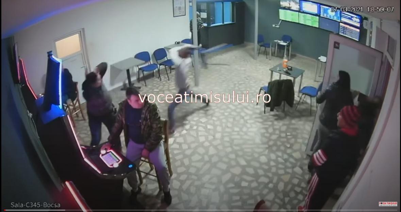 Tabloul 'Femeie in verde pe fotoliu albastru' de Pallady, scos la vanzare la peste 40.000 de euro